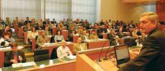 NÖ-GVV-Präsident Alfred Riedl begrüßte die 300 Tagungsteilnehmer