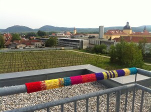Guerilla Knitting on the Campus by @anked